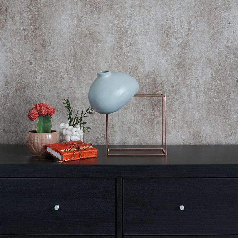 Gravity Defying Vase (M) Vases