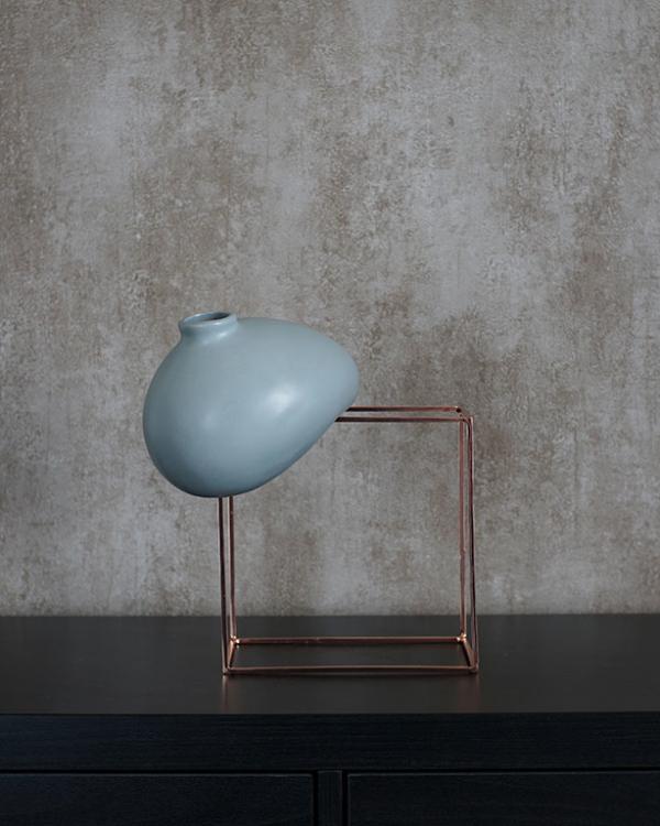 Buy Gravity Defying Vase, Buy Vases Online, glass Vase, Luxury home Decor Online at beigeandwenge