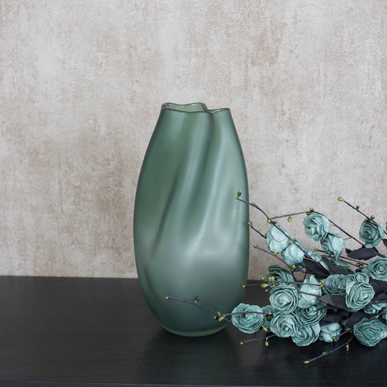 The Imperfectly Perfect Vase (L) Vases
